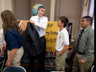 Secretary of Education Arne Duncan talks with students in the library at Tincher Preparatory School in Long Beach, Calif. (Official White House Photo by Chuck Kennedy)