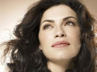Julianna Margulies won the Emmy for Outstanding Lead Actress in a Drama Series. (©PRNewsFoto/L'Oreal Paris, Ondrea Barbe/Corbis Outline)