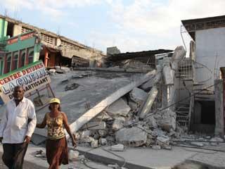 A scene from the 2010 Haiti Earthquake (©Walter Mooney.U.S. Geological Survey)