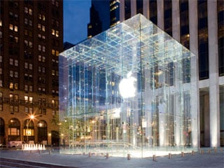 © Apple Inc. (The Apple Store on 5th Avenue in New York City)